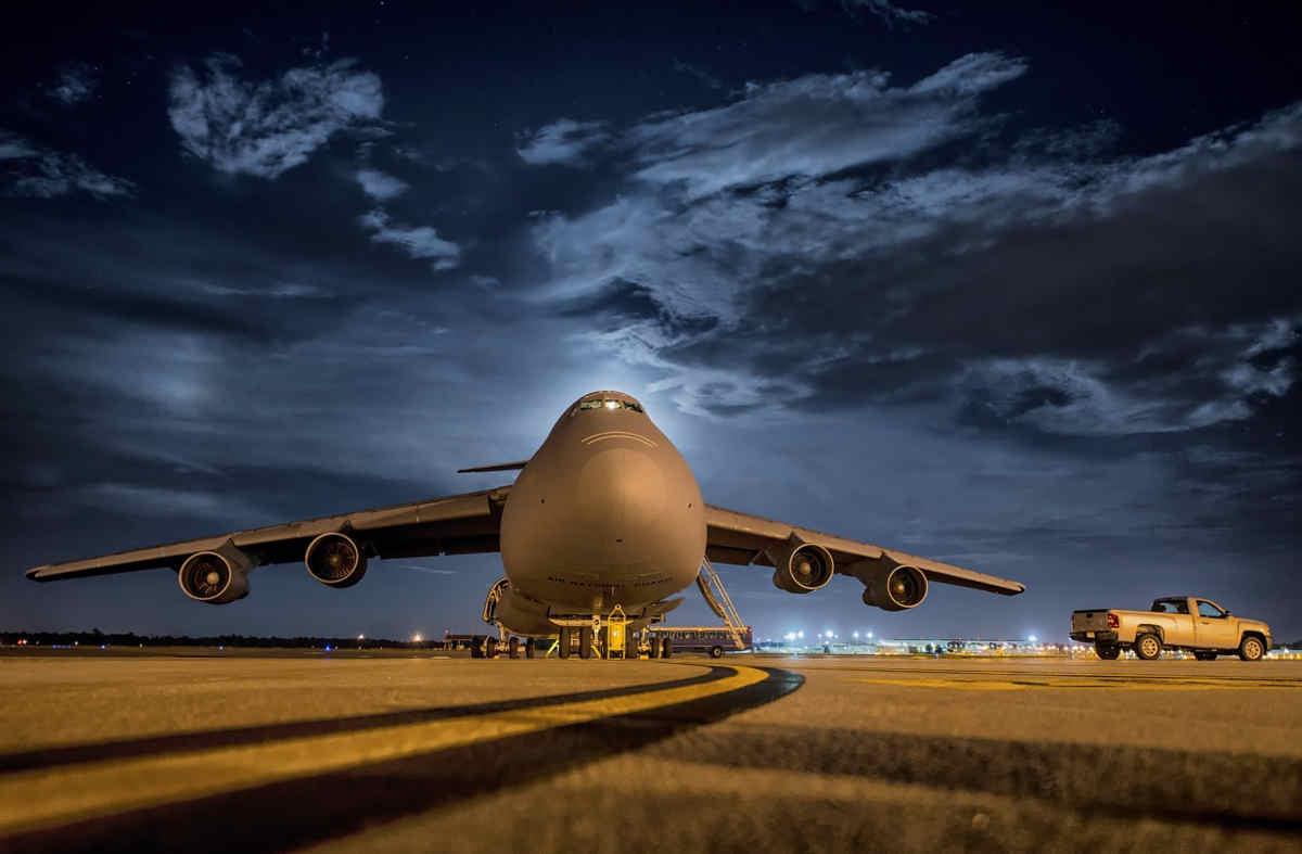 Zarobkowe rekordy pilotów linii lotniczych – fakty i mity o płacach kapitanów statków powietrznych
