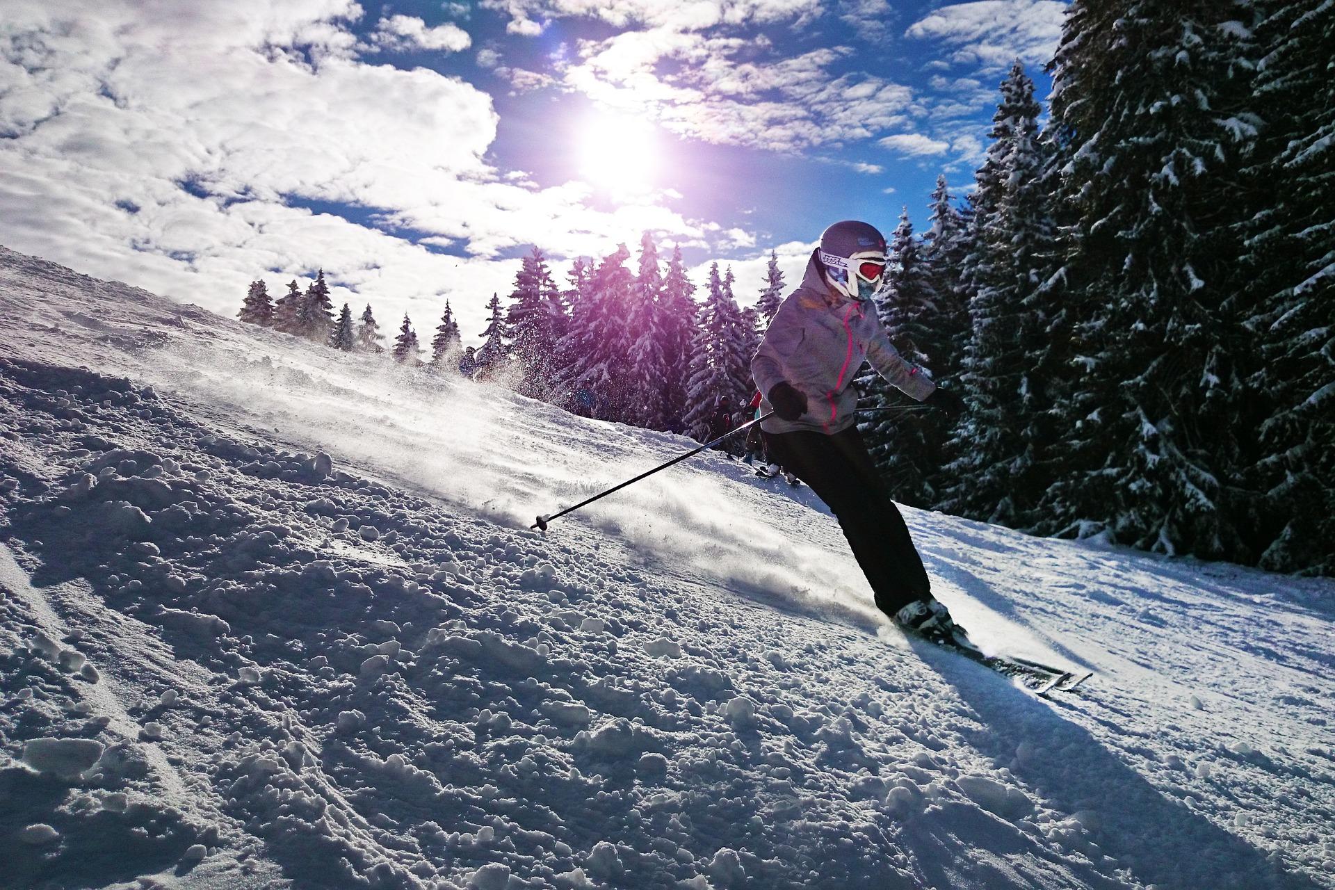 Wybieramy spodnie narciarskie – jakiego modelu powinieneś szukać?