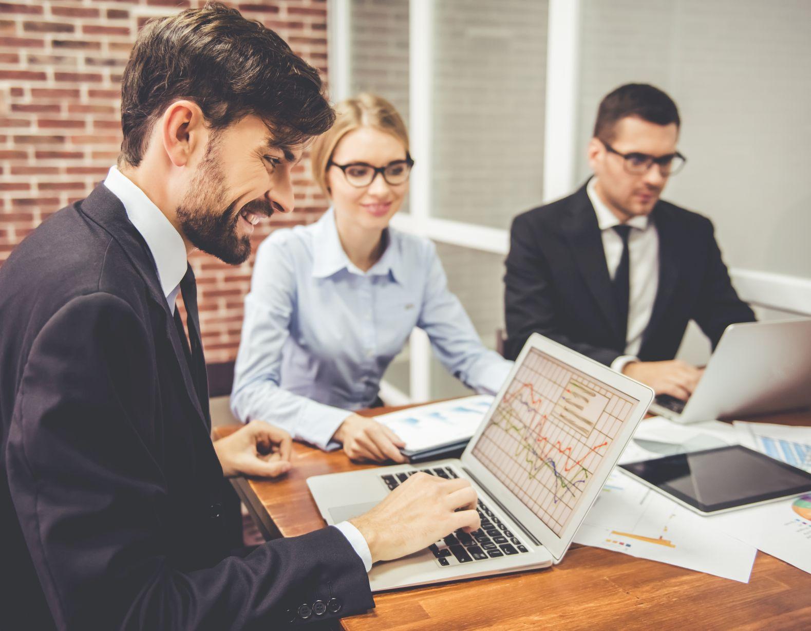 Jakie korzyści przynosi firmom automatyzacja procesów biznesowych?