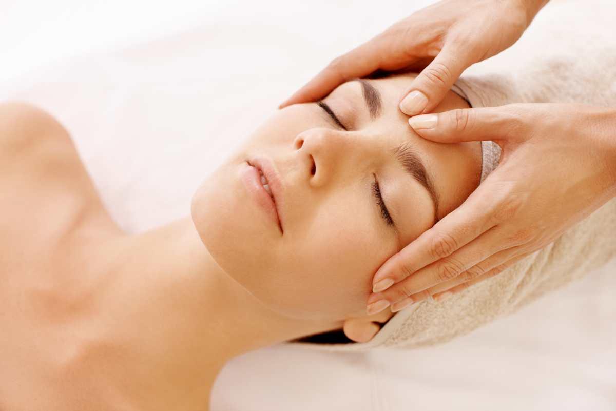 Kwas hialuronowy w kosmetykach nie tylko dla cery dojrzałej