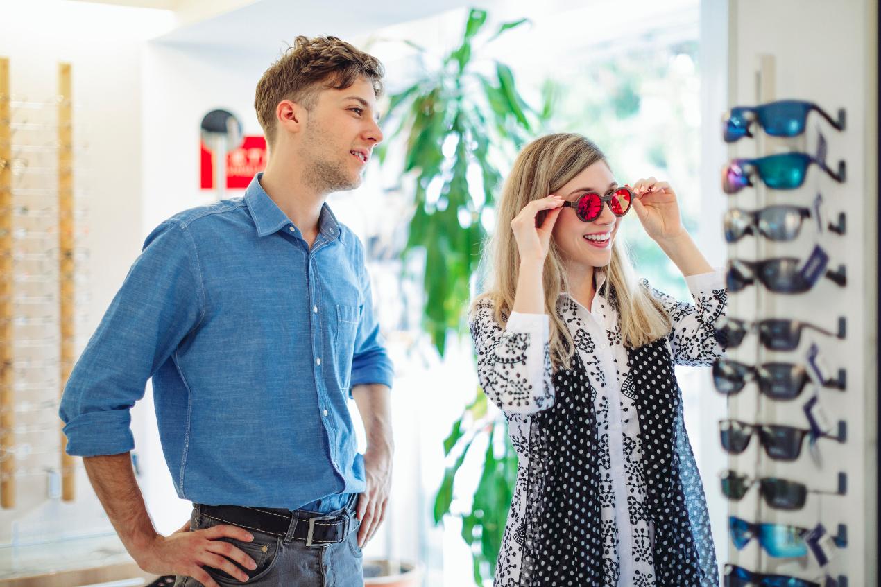 Wybór okularów przeciwsłonecznych. Na co warto zwrócić uwagę?